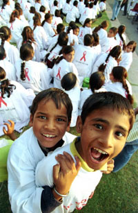 Indian children march to raise awareness of AIDS