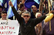 Sofia, Nov. 1, 2001: A protestor armed with a loaf of bread at a protest rally against poverty and the state of the nation organized by Bulgarian trade unions to mark the first 100 days of the new Bulgarian government, led by Simeon Kobourg Gotha. Some 10,000 people gathered for the rally (Photo: AFP/Mladen Antonov).