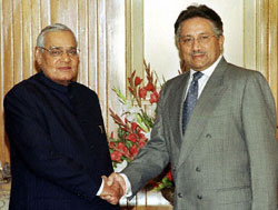 Indian Prime Minister Vajpayee and Pakistani President Musharraf shake hands