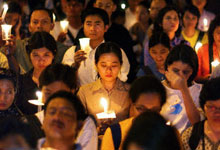 Indonesians mourn the victims of the terrorist attack in Bali