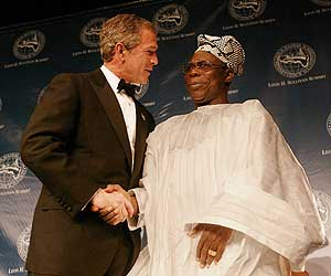 President Bush (left) shakes hands with Nigerian President Olusegun Obasanjo