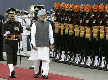 India's prime minister, Manmohan Singh (center), inspects the guard of honor
