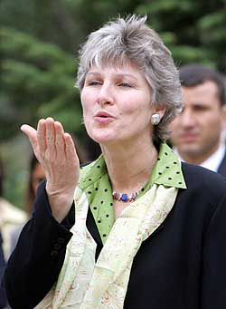 Karen Hughes blows kisses to Turkish students